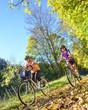 Radtour im sonnigen Herbst