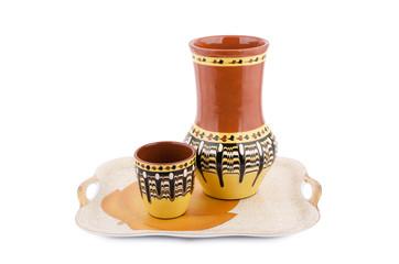 Кувшин и чашка на подносе