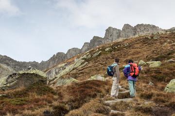 escursionisti nell'alta valle di Goschenen - Svizzera