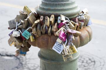 Versprechen ewiger Liebe auf Schlössern, Verona, Italien
