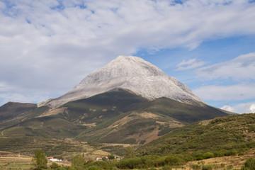 Pico Espigüete desde Valverde de la Sierra, León.