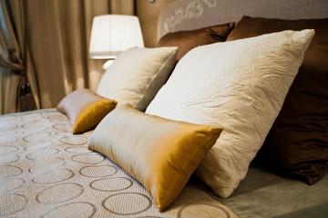 Подушки на кровати / Pillows on the bed