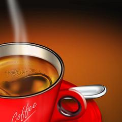 rote Tasse Kaffee mit Silberlöffel