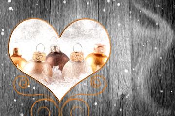 Weihnachtskugeln im Herz