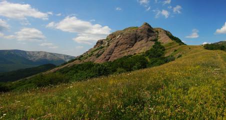 Вершина Пахкал-Кая в горном Крыму