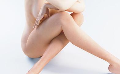 Donna nuda seduta