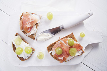 Bread, cheese and ham and grapes