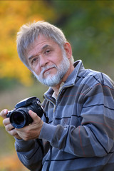 Rentner mit Kamera