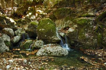 Ручей среди камней