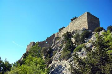 Стены замка Монолитос