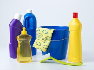 Reinigungsmittel und Eimer