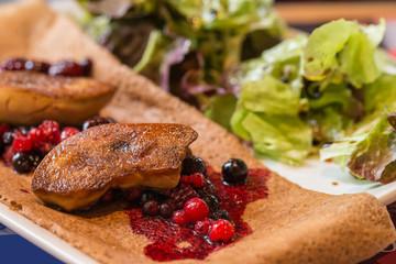 Crêpe foie gras et fruits rouges