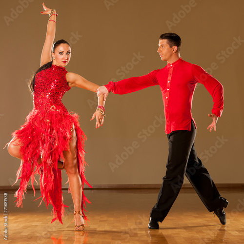 obraz PCV latino taniec para w akcji - dziki taniec samba