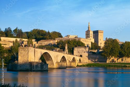 Papiers peints Chateau Avignon Bridge with Popes Palace and Rhone river, Provence