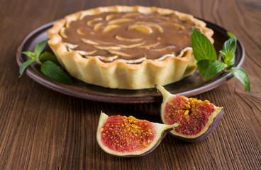 tart with figs , banana and caramel