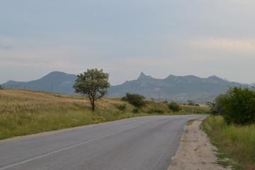 Дорога, горы, трава, небо