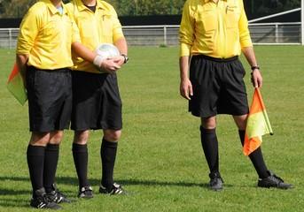 les trois arbitres au foot