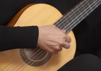 Mano destra di chitarrista