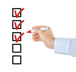 Checkliste mit Hand und Stift