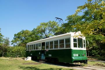 公園に置かれた路面電車