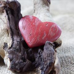 coeur sur fond de bois