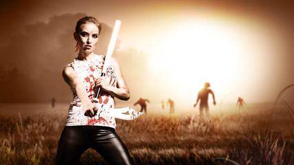 Kämpferin wartet auf Zombie-Gegner