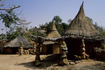alloggi tipici popolazione maga tribu del nord camerun