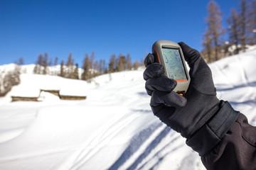 Mappa su gps in montagna d'inverno