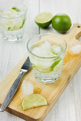 Water with ice and limes