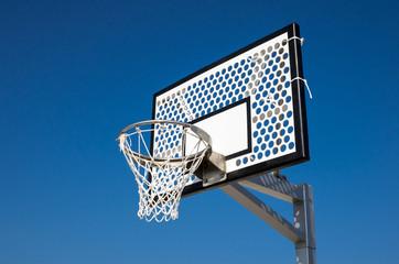 空とバスケットリング