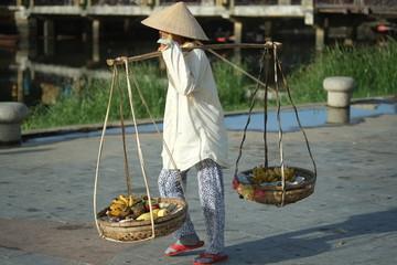 Marchande vietnamienne ambulante