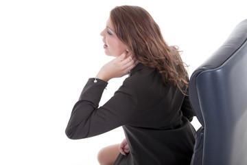 Junge Frau im Büro hat Nacken Schmerzen und ist verspannt
