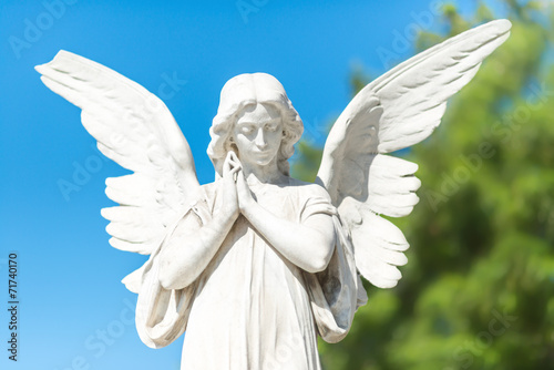 Papiers peints Statue Beautiful angel on a clear blue sky