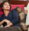 Donna e cane insieme