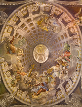 Trnava - barokowy fresk w kopule z koronacji Maryi