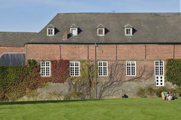 Les anciennes écuries du château d'Enghien
