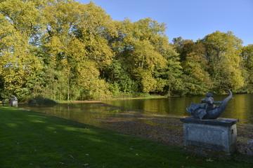 Statues au bord du Grand Canal en automne