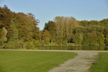 Chemin vers l'étang du Miroir en automne