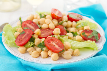vegetable salad with chick pea