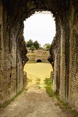 Arènes de Saintes entrée des gladiateurs