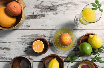 Zitrusfrüchte und frisch gepresster Saft