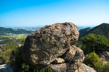 山頂の大岩