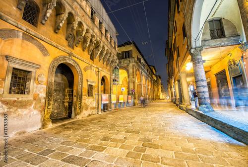 Pejzaż miejski Bologna przy nocą, Włochy
