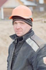 Портрет рабочего на строительном объекте