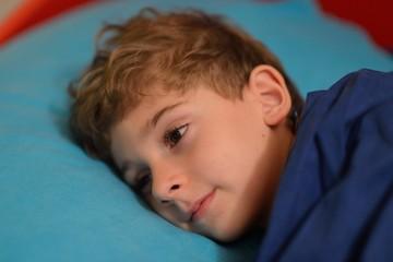 Bambino a letto