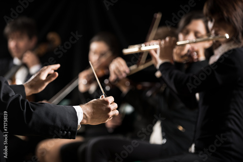 Leinwanddruck Bild Conductor directing symphony orchestra