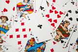 rzucone karty z asem
