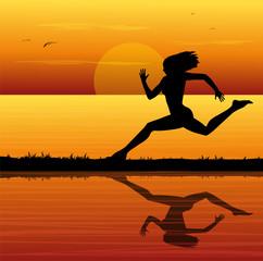 correre al tramonto sul mare