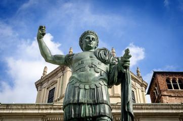 Milano, Statua di Costantino Imperatore a San Lorenzo