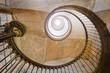 Klasyczne spiralne schody w stylu retro